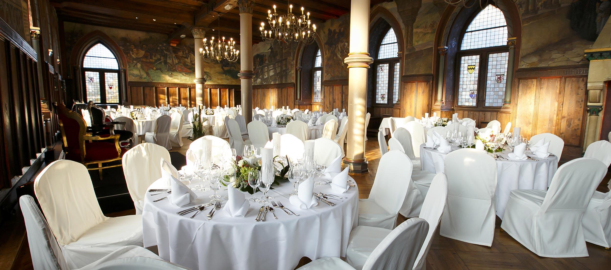 Der festlich dekorierte Rittersaal auf Schloss Burg.